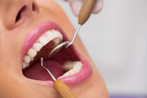 Female Dentist in Gulistan-e-Jauhar